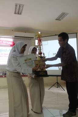 Juara 1 kategori pemanfaatan limbah (SMAN 3 Yogyakarta)